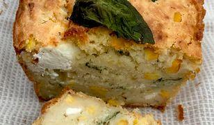 Szybki chlebek z trzema rodzajami sera