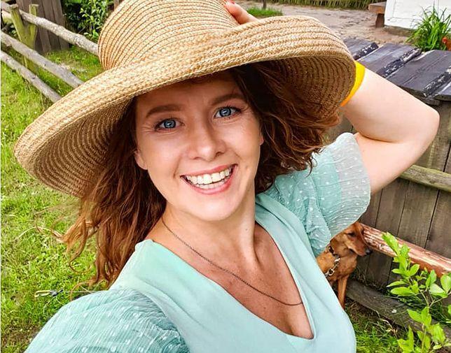 Anna Powierza czaruje uśmiechem