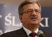 Bronisław Komorowski prowadzi w sondażach, ale PO może mieć kłopoty
