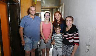 """""""Nasz nowy dom"""": niepełnosprawna kobieta z dziećmi. Żyją w nieogrzewanym mieszkaniu"""