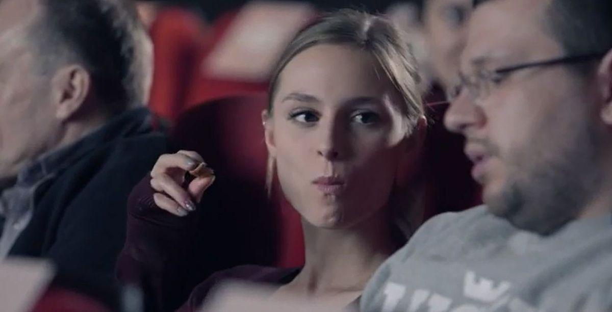 """""""Zjedz cukierka. Nikt się nie dowie"""". Mocna kampania Fundacji Dzieci Niczyje w Kinotece [WIDEO]"""