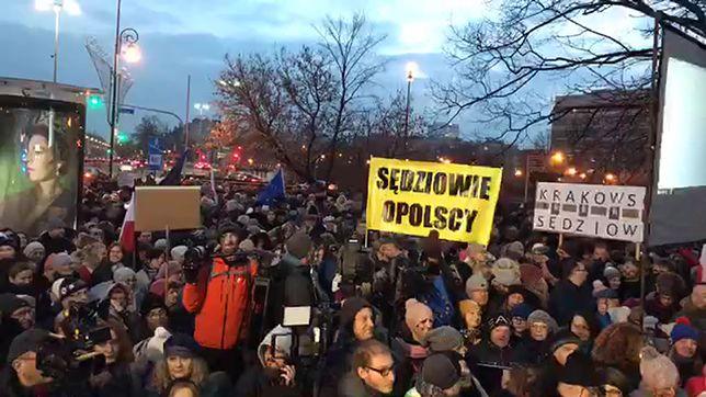 """Demonstracje solidarności z sędziami w całej Polsce. """"Robimy to dla wszystkich"""""""