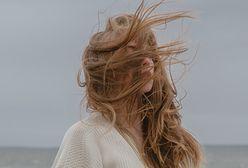 Trik z TikToka na porost włosów. Potrzebujesz jednego składnika