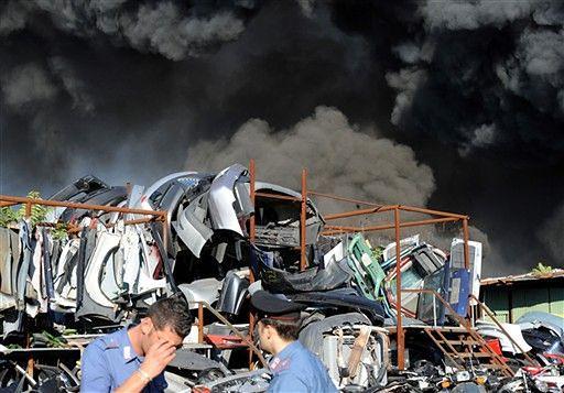 Gigantyczny pożar złomowiska samochodów w Rzymie
