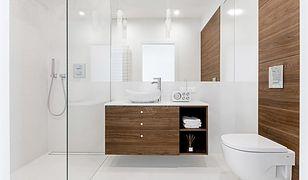Urok białej łazienki. Świetne pomysły aranżacyjne