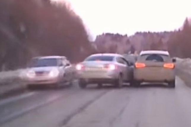 #dziejesiewmoto: wyprzedanie na trzeciego, pirat drogowy i BMW i8 Spyder