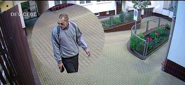 Ukradł rower z zamkniętego osiedla. Nagrały go kamery