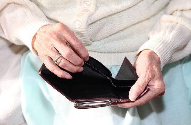 Ustawa przewiduje obniżenie emerytur byłym funkcjonariuszom SB