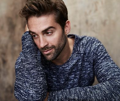 Ciepły sweter to oczywisty wybór na jesień