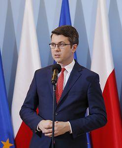 Wniosek KE w sprawie Polski. Rzecznik rządu Piotr Mueller komentuje