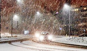 Zimnica i śnieg, a pasażerów wyproszono z poczekalni. Czekali na dworze do 2 w nocy