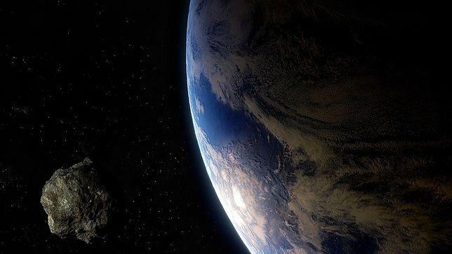 Asteroida zbliża się do Ziemi. Kiedy przetnie orbitę naszej planety? Dlaczego potencjalnie niebezpieczna?