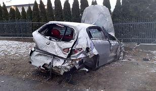 Pilzno. Auto rozbite po dachowaniu. Ranna 19-latka i jej kolega