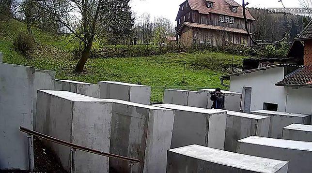 Kopia Pomnika Pomordowanych Żydów Europy tuż pod domem skrajnie prawicowego polityka.