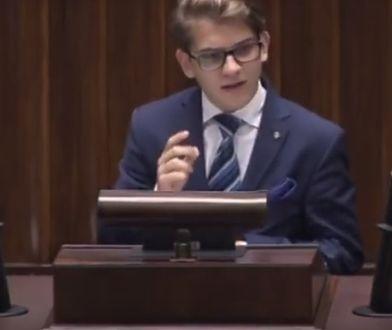 Filip Jastrzębski podczas sesji Sejmu Dzieci i Młodzieży