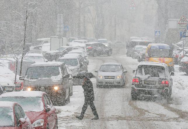Takiej pogody nie było od lat. Opady śniegu i ulewy na polskich drogach