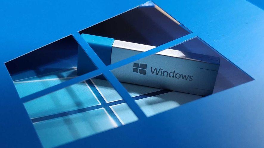 """Windows 10 20H2 działa w niecałych 14 proc. komputerów z """"dziesiątką"""", fot. Oskar Ziomek"""