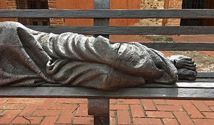 Rzeźba, która przedstawia bezdomnego Jezusa. Nie obyło się bez kontrowersji