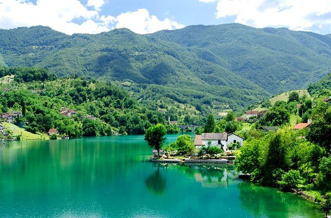 Albania, Czarnogóra, Bośnia. Który kierunek na Bałkanach wybrać?