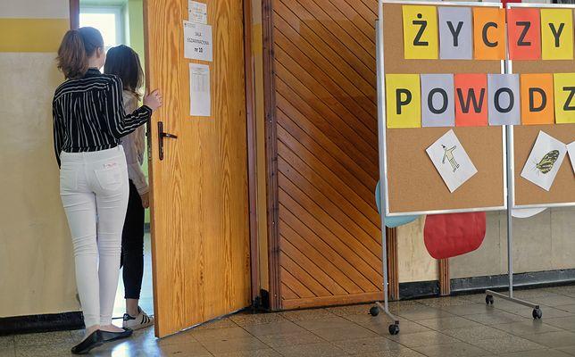 Uczniowie i rodzice przychodzą do nauczyciela z Trójmiasta. Musi tłumaczyć im błędy ministra