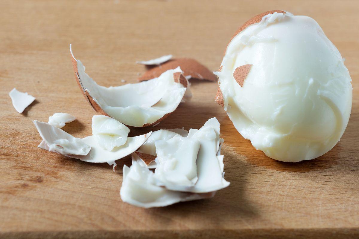 Jak łatwo i szybko obrać jajko? Znasz te sposoby?