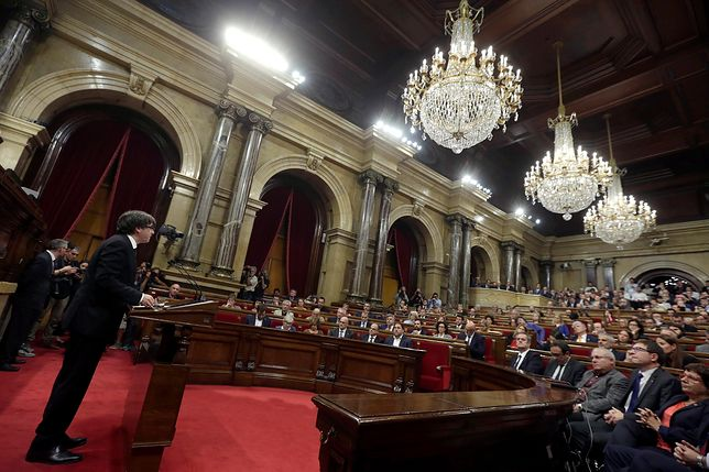 Katalonia zawiesza niepodległość. Premier chce rozmawiać z władzami Hiszpanii