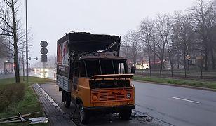 W Krakowie spłonął samochód z antyaborcyjnymi hasłami