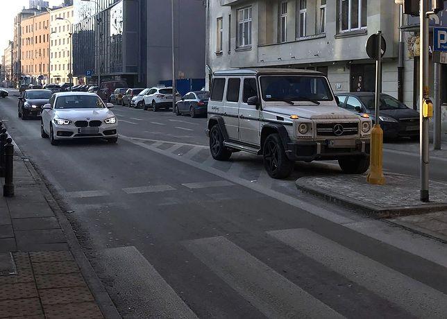 Stramowski jeździ autem godnym gwiazdy. Parkowanie pozostawia jednak nieco do życzenia
