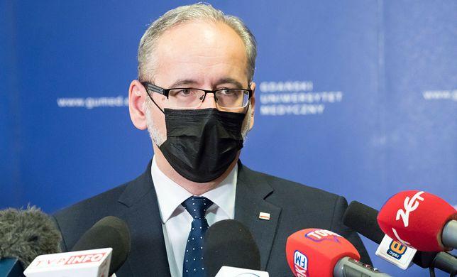 Minister zdrowia Adam Niedzielski apeluje o stosowanie maseczki podczas wizyt na cmentarzach