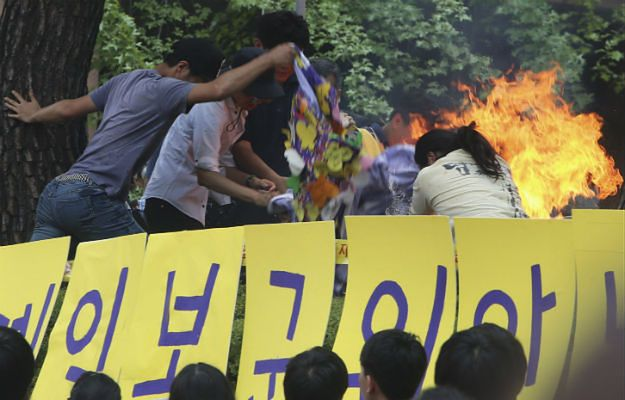 Seul: samopodpalenie pod ambasadą Japonii