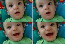 Promienny uśmiech chłopca, który po raz pierwszy w życiu słyszy swoją mamę