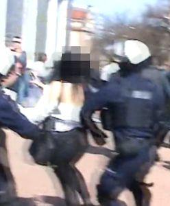 Głogów. Policjant powalił protestującą na chodnik. Kontrowersyjna interwencja