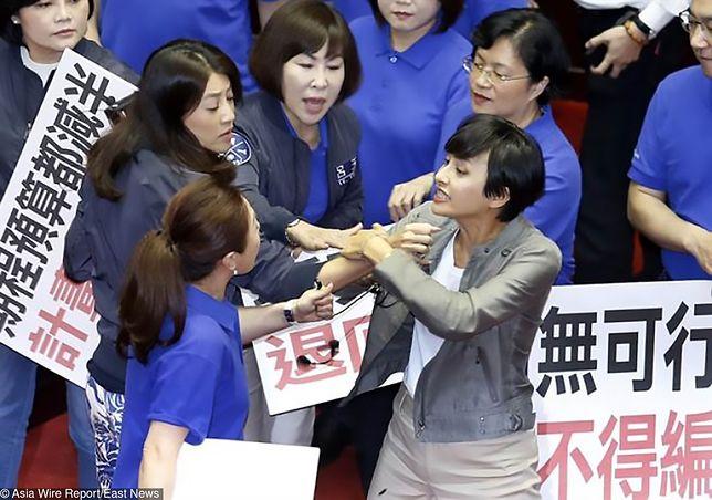 Gorąca krew tajwańskich polityków