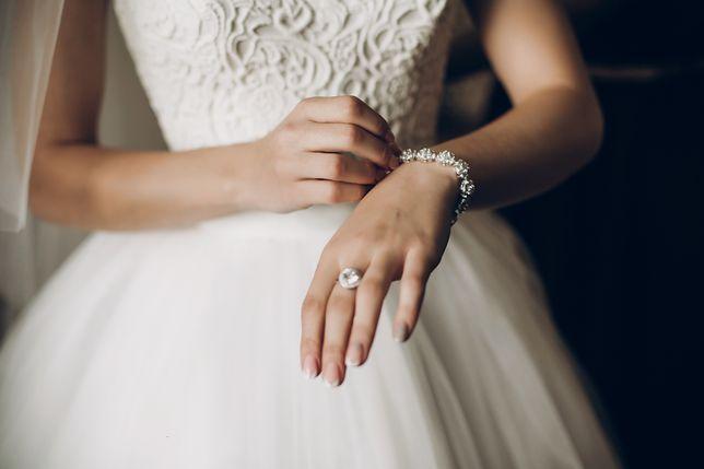 Panna młoda ustaliła cenę prezentu ślubnego. Goście, którzy wydadzą mniej niż 1000 zł, nie wejdą na wesele