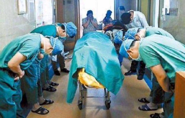 To zdjęcie wzrusza cały świat. Tak lekarze oddali cześć zmarłemu 11-latkowi