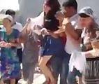 Szokujące wideo. Dziewczyna zostaje porwana i zaciągnięta siłą do domu przyszłego męża