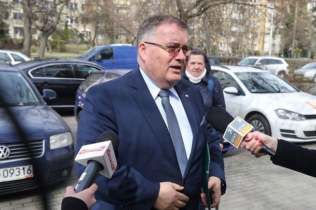 Prezydencki minister Andrzej Dera uważa, że Marek Lisiński zachował się niegodnie
