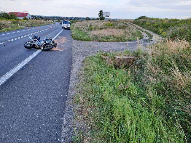 Lubań. Tragiczny wypadek z udziałem motocyklisty. 21-latek nie żyje