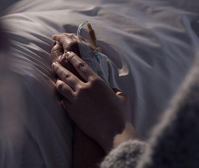 Pracownicy hospicjum opisują najtrudniejsze chwile swoich pacjentów.