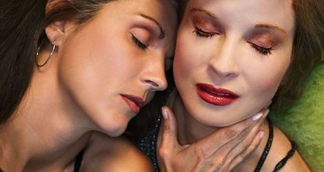 Lesbos przeciwko lesbijkom
