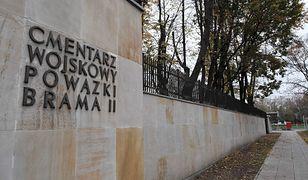 Zamknięte cmentarze. Premier obiecuje pomoc dla handlowców