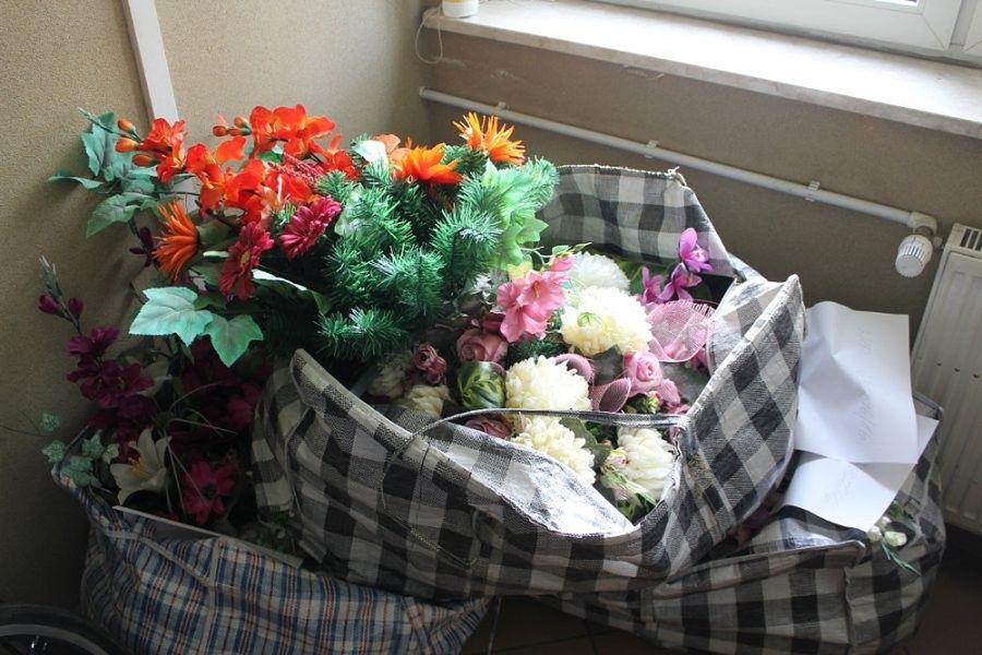52-latka okradała groby. Łupy sprzedawała na bielańskim bazarku