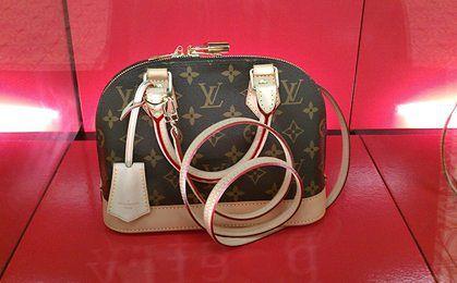 """Louis Vuitton sprzedaje swoją """"córkę"""" za miliony dolarów"""