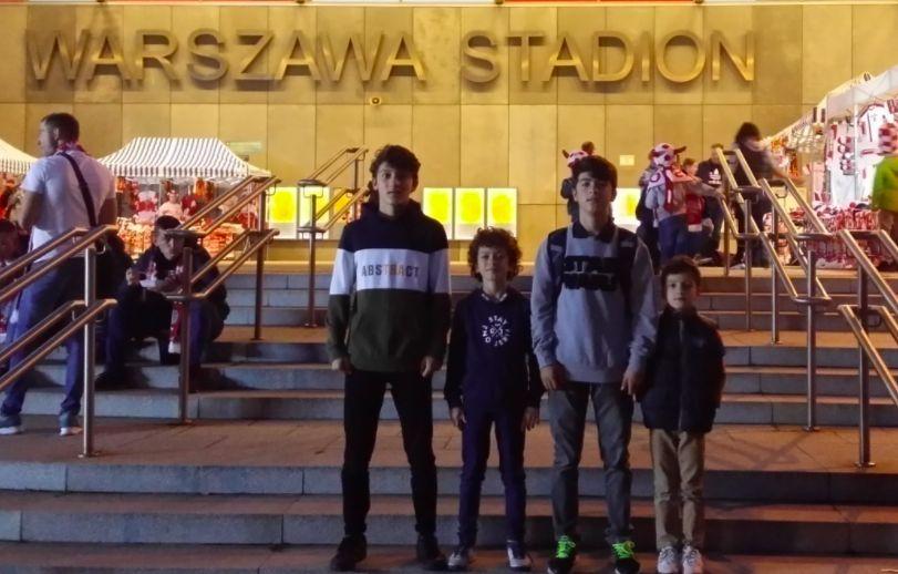 Warszawa. Piłkarska czwórka warszawiaków z Tadźykistanu. Pomóż im pokopać w wakacje