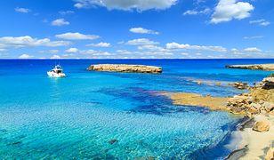 Wakacje na Cyprze we wschodniej części basenu Morza Śródziemnego to okazja do plażowania i kąpieli