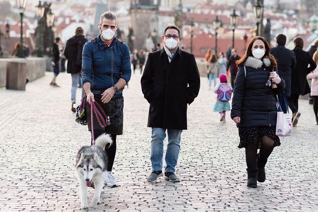 To będą kolejne święta z koronawirusem. W Niektórych krajach nawet spacer nie jest możliwy