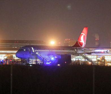Warszawa. Alarm bombowy na Okęciu. Z samolotu ewakuowano ponad 100 osób