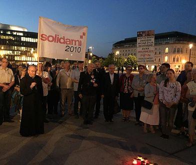 Uczestnicy Marszu Pamięci w 97. rocznicę katastrofy smoleńskiej