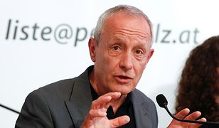 Peter Pilz podczas konferencji prasowej w Wiedniu