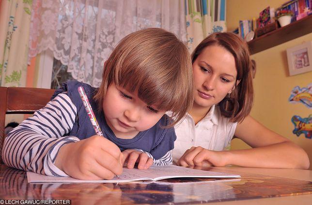 Pomoc w nauce jest priorytetem dla wielu ambitnych matek